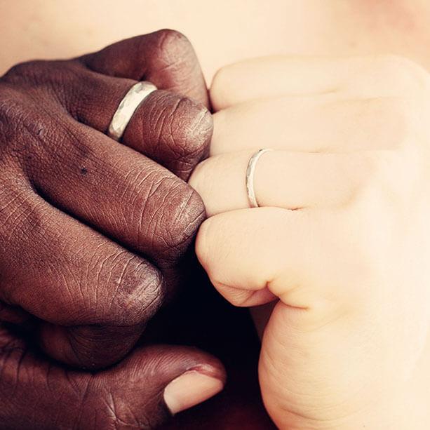 Mains qui se touchent